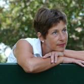 O que é que sucede no pavimento pélvico durante a menopausa?