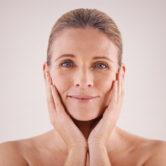 Segredos para redensificar a pele depois da menopausa